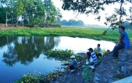 Memancing di Waduk Dam Raman