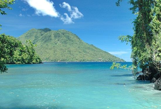 Pantai Sulamadaha di Maluku Utara