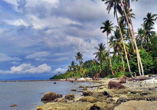 Pantai Tobololo Maluku Utara