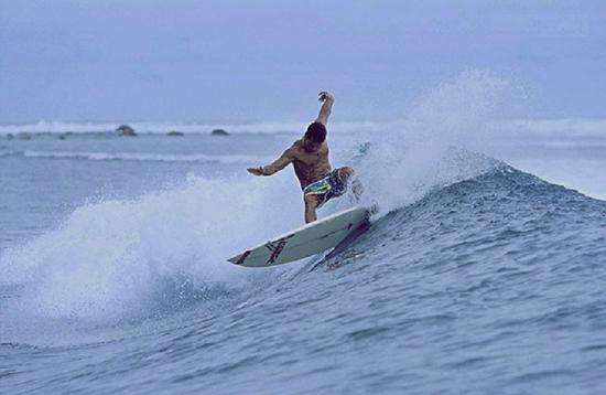 Pulau Woto Spot Surfing di Hakmahera Timur Maluku Utara