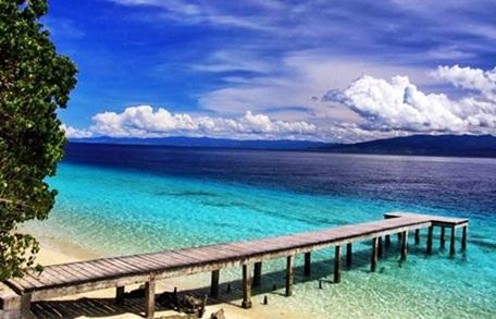 Pantai Liang di ambon tempat wisata di maluku