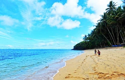 pantai pananuareng di sulawesi utara