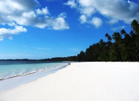 pantai pasir panjang atau pantai ngur bloat