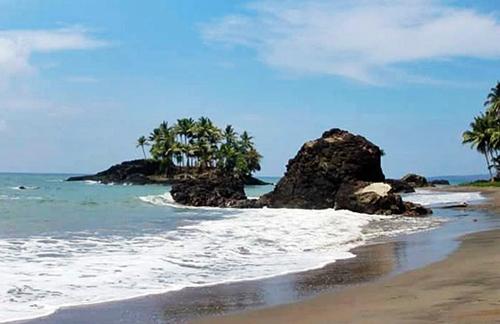 pantai pesisir timur karakelang sulawesi utara