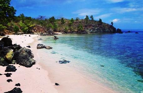 pantai soleh di kabupaten seram bagian barat provinsi maluku