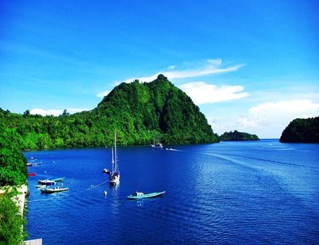 pulau banda kabupaten maluku tengah