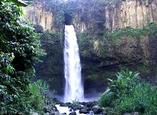 air-terjun-curup-selampung-blog-wisata-indonesia-eloratour