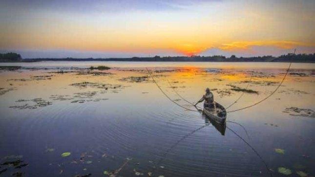 pesona-sunset-danau-tirta-gangga-lampung-tengah